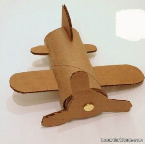 کاردستی هواپیمای مقوایی