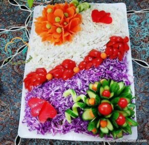تزیین روی سالاد با هویج و خیار