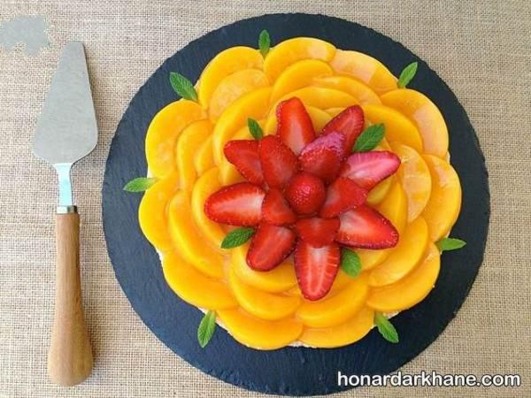 دیزاین کیک با توت فرنگی و انبه